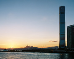 (7 w d) Tags: pentax 67 6x7 film raw analog medium format 120 kodak fujifilm pro400h buildings house crowd density 90mm 90 28 sunset hk hong kong