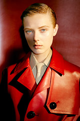 Ulrikke Hoyer 1 (drno_manchuria (simonsaw)) Tags: ulrikke hoyer model modelo moda fashion shirt tie camisa corbata cravata necktie jacket knot nudo menswear suit gravata terno chaqueta red rojo blanco negro white black