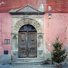 old doors and red walls (Vsevolod Vlasenko) Tags: street door wood old city travel winter red urban brown house holiday color building brick art history texture home window stone wall architecture vintage buildings outside island town wooden back big oak artwork ancient worship paint open view artistic outdoor lock background grunge traditional large style front medieval retro hasselblad oil romantic cesky krumlov carlzeiss 80mmplanar minoltadimagescanmultipro 120analog