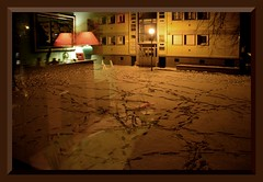 Des pas sur la neige du salon / Footprints in the living room snow (Jean-Luc Lopoldi) Tags: winter light snow reflection window evening lumire hiver lawn lamppost neige lamps soir immeuble lampadaires clairagepublic