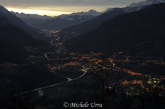 All'imbrunire... in valle d'Aosta. (Michele U) Tags: sky panorama night valle cielo luci montagna notte aosta notturno