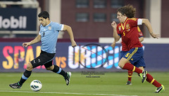 Spain X Uruguay ... (FaisaL HamadaH) Tags: barcelona del canon uruguay photography is photo team spain day photos stadium fifa soccer x victor international national khalifa ii bosque friendly match vicente usm fc valdes ef pique gerard eos1d between doha  the in 400mm    qater  f28l soprt  francescfabregas  sergioramos     pedrorodriguez  xavihernandez andresiniesta carlospuyol gerardpique luissurez jordialba sergiobusquets  canoneos1dx 06022013 thefriendlymatchbetweenspainxuruguayinfriendlynationalteaminfifadaykhalifainternationalstadium  davidsanchezvilla canonef400mmf28lisusmii dohaqater06022013