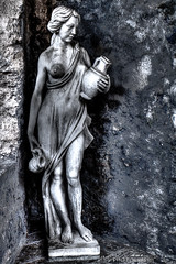 Stone Woman (Imme Photography) Tags: italien bw woman statue stone lago d alt frau stein hdr krug mauer iseo