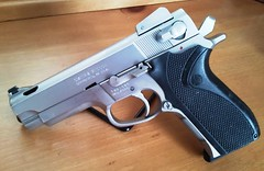 Smith & Wesson .40 Cal (Quagmar) Tags: pistol 40 stainless ported smithwesson 4006