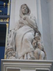 Le Printemps 6 (Fvrier 2013) (Ostrevents) Tags: sculpture woman baby paris france art statue shop naked nude kid magasin child nu femme le capitale enfant printemps bb dtail grandmagasin chn drap ostrevents
