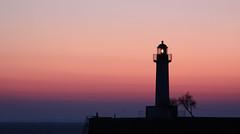 La moralité n'est bien souvent qu'une affaire d'éclairage et tu es le gardien de ton propre phare... (NUMERIK33) Tags: mer explore phare matin éclairage île aube atlantique îlederé 100fav numerik33