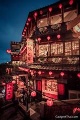 จิ่วเฟิ่น Jiufen สัญลักษณ์ของที่นี่คือบ้านเรือนที่ตบแต่งด้วยโคมแดง ตัวบ้านลดลั่นกันไปตามหน้าผา สวยจน อาจารย์ฮะยะโอะ มิยาซากิ ใช้เป็นต้นแบบในการวาดฉากของเรื่อง Spirited Away การ์ตูนรางวัล Oscar ของ Ghibli Studio ^_^