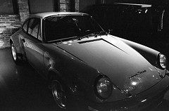 Porsche IROC (Fogel's Focus) Tags: 33 wheels 911 porsche diafine kodaktrix zuiko classiccars carrera 28mmf28 olympusom1n film:brand=kodak 4001250 acufinediafine film:name=kodaktrix400 developer:brand=acufine developer:name=acufinediafine film:iso=1250 fuelfed cocktailsclassics filmdev:recipe=8445