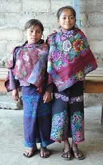 Amigas Friends Chiapas Mexico (Ilhuicamina) Tags: girls portraits mexico gente maya retratos chicas amigas chiapas zinacantan