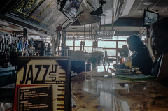 DC_Street_Zeiss35BiogonC-9.jpg (greauxe) Tags: film bar 35mmfilm wharf fishermanswharf leicam6classic fishmarket bartender portra400 kodakportra400 epsonv700 silverfastai zeiss35mmf28biogonc phillipsseafodrestuarant filmexplosionblogspotcom