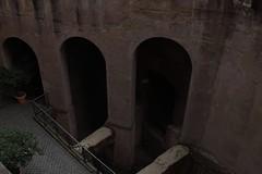 Castel Sant'Angelo: muro romano (falco di luna) Tags: roma monumento adriano castelsantangelo mausoleo