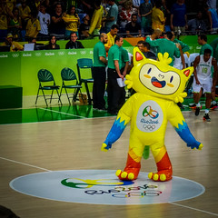 Vinicius (MastaBaba) Tags: 20160821 brazil brasil rio riodejaneiro olympics olympicgames summerolympics sports vinicius basketball mascot happy yellow