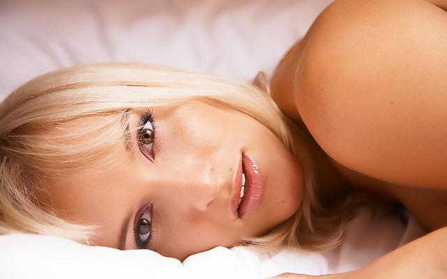 Girls_Beautyful_Girls_Beauty_on_bed_024176_