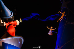 MICKEY THE MAGICIAN (JUANLU LPEZ photography) Tags: mickey mouse disney disneyland paris peter pan magia magic noche ilusin parque atracciones parqueatracciones disneylandparis campanilla