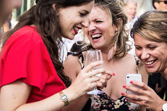 Group Laugh (Ktoine) Tags: fqce smile laugh laughing watching phone candid wedding glass teeth girls group
