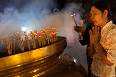 Incense, Bodhgaya (Marji Lang) Tags: voyage travel light people india night religious temple sticks hands nightshot image lumire buddha buddhist indian smoke faith prayer religion pray praying documentary buddhism bouddha holy burning wishes devotion smokey backdrop nuit incense bodhi pilgrims bouddhisme bihar fume encens priere bodhgaya mahabodhi travelphotography bodhitree pelerins incensesticks prier burningincense btons bouddhiste ef247028l indiansubcontinent mahabodhitemple burnincense canoneos5dmarkii travelanddocumentaryphotography buddhistfaith marjilang mahabodhimahaviharatemple chinesepilgrims batonsdencens