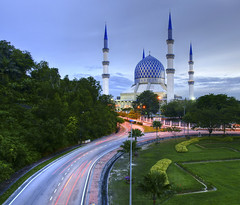 MASJID SULTAN SALAHUDIN ABDUL AZIZ SHAH (N00R 424M) Tags: malaysia masjid islamic shahalam uwa a700 1118mm sonydslr sultansalahudinabdulazizshah