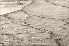 (georgsfoto) Tags: blackandwhite bw monochrome digital balticsea ostsee heimat wellen wakes schwarzweis ainikkor13535