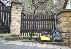 electrical waste (Veit Schagow) Tags: waste electrical mll sperrmll vacuumcleaner rasenmher staubsauger lawnmover elektroschrott