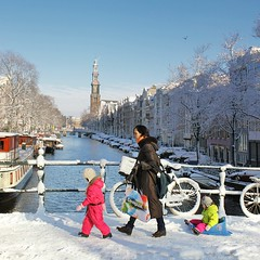 Beautiful Amsterdam in the winter (Bn) Tags: world street trees windows winter light sunset people house snow cold holland heritage church water netherlands dutch amsterdam weather bike corner walking frank anne boat canal cozy cool topf50 colorful jan snowy walk seagull daughter mother bikes atmosphere scooter file canals unesco prinsengracht snowfall sled mokum rembrandt gezellig cafs jordaan sleding slee westertoren pakhuis lange westerkerk wester berenstraat celcius grachtengordel rondvaartboot 1000km 50faves