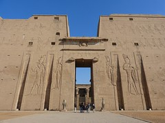 "Templo de Edfu • <a style=""font-size:0.8em;"" href=""http://www.flickr.com/photos/92957341@N07/8536205615/"" target=""_blank"">View on Flickr</a>"