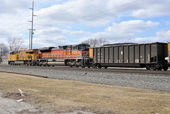 UP#8034 NS#552 SITTING IN THE SIDING SWANTON,OHIO 3-17-13 SUNDAY (penn central 74) Tags: up wings flags unionpacific southernpacific southernpacificlines buildingamerica up1996 gees44ac wepx emdsd70ace swantonohio nschicagoline up8034 gec45accte 031713 nsdearborndivision southernpacificheritageunit wepxcoaltrain nstrain552