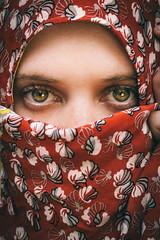 (Xiangk) Tags: red portrait girl beautiful eyes hijab stunning arabian turban cloth niqab burka