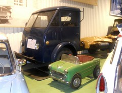 Camion FORD F-698 W (et Voiture  pdales Versailles) (xavnco2) Tags: muse aventure automobile poissy yvelines france caapy simca camion truck trucks lorry autocarro ford bleu blue voiture pdales jouet toy versailles verte green 1944