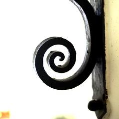 aus der Mitte (p601e) Tags: spirale schmiedekunst abstrakt mitte olympusepl3 slrmagic25mm rom urbsaeterna