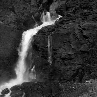Tseuzier Waterfall