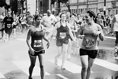 DSC_0116a (David Swift Photography Thanks for 16 million view) Tags: davidswiftphotography bluecrossbroadstreetrun race running distancerunning runners water spray streetphotography