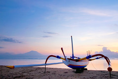 Bateau de pche sur la plage de Sanur (Bali) (Voyages Lambert) Tags: seascape coastline surfboard heattemperature luxury multicolored yellow blue cultures tourist kuta sanur bali indonesia leaf tree sunset day summer sand island beach lagoon sea hotel touristresort nauticalvessel ficher