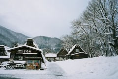 Shirakawa-go 白川郷 (Chilling Misty) Tags: zeiss contax carl g2 shirakawago