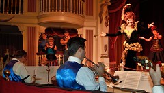 The Band Takes a Bow (Barry Wallis) Tags: california usa disneyland anaheim dl dlr disneylandresort barrywallis misslilly goldenhorseshoerevue d23sorceror