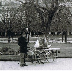 010 (Jelausin) Tags: street people white black paris nature architecture documentary