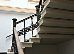 Treppengelnder (Le fabuleux destin d'Amlie Poulain) Tags: stairs stair treppe escalera magdeburg staircase staircases escaleras treppen treppenhaus gelnder treppengelnder sachsenanhalt stadtvilla stadtvillen hegelstrase1