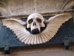 St Mary's Church: winged skull (John Steedman) Tags: uk greatbritain england church skull cheshire unitedkingdom stmaryschurch stmarys grossbritannien nantwich イギリス 英國 grandebretagne イングランド 英格兰 グレートブリテン島 大不列顛島