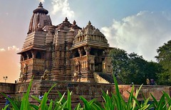 INDIA - Khajuraho Group of Monuments is a group of about 20  Hindu and Jain temples, reliefs and sculptures,  14227/7094 (roba66) Tags: indienkhajurahotempel indien indiennord asien asia india inde northernindia urlaub reisen travel explore voyages visit tourism roba66 city capital stadt cityscape building architektur architecture arquitetura monument bau fassade faade platz places historie history historic historical geschichte tradition culture kultur kulturdenkmal skulptur sculpture reliefs relief antik antic rustic ruine ruins ausgrabungen archologie archaelogy madhya pradesh tempel tempelanlage temple hinduism jainism