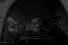 Inquietante (bobone77) Tags: disturbing inquietante inquietudine ossa disquieting worrying alarming upsetting devastating disturbed distraught turbato bones ossario ossuary charnelhouse warmemorial urn pizzo calabria chiesa church