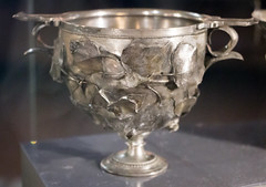 IMG_0070 (jaglazier) Tags: 1stcentury 1stcenturyad 2016 72316 campania copyright2016jamesaglazier cups fruit imperial italy july museoarcheologiconazionale museoarcheologiconazionaledinapoli naples napoli national nationalarchaeologicalmuseum nazionale roman silver archaeology art crafts floral gilded gilding gold grapeclusters grapevines grapes metalworking relied reliefs wreaths