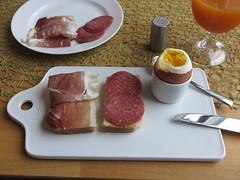 Schinken und Salami auf Toast zum Frhstcksei (multipel_bleiben) Tags: essen frhstck ei schweinefleisch aufschnitt