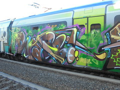 215 (en-ri) Tags: rabb gr gratis reser marrone verde arrow train torino graffiti writing