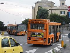 4814-4518 (Andrea Puzzanghera---metro_tram) Tags: autobus genova amtgenova amt bredabus bus arancione