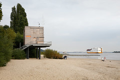 No Wacht (Boyens.) Tags: 20160922001 hamburg elbe river wittenbergen dlrg dogwalk grimaldilines port strand beach lifeguard hafen roro vessel ship