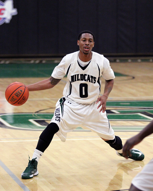 Isiah Mason about to feed the post in a matchup against Dominican on January 5. Copyright Wilmington University 2013. All rights reserved.