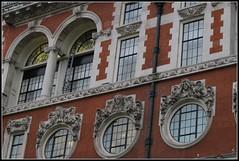 (mefeather) Tags: city uk london art window architecture unitedkingdom kunst beelden sculptures stad architectuur raam londen grootbrittanni verenigdkoninkrijk greatbirttain