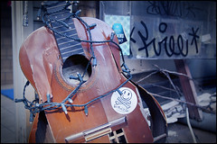 Used and abused (Eric Flexyourhead) Tags: street old city urban detail broken japan graffiti tokyo guitar tag worn acoustic  weathered  setagaya shimokitazawa fragment   setagayaku olympusep1 panasoniclumix20mmf17
