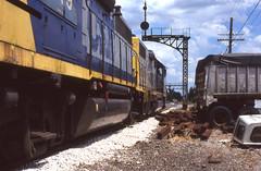 CSX_Tontogany-OH_NorthEnd_CSX2526-local-_EY2002-1 (C Telles) Tags: railroad bridge light color train toledo oh bo signal position csx subdivision emd gp382 gp402 tontongany csx2526 csx6049