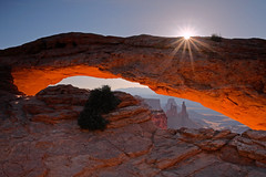 Mesa Arch: A touch of sun (Shahid Durrani) Tags: park utah arch national canyonlands mesa