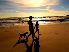 ... (KarinaReichel) Tags: people dog sun sol praia beach pessoas cachorro canonsx40